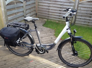 This is my bike (battery not pictured). It's a Kalkhoff Agattu C8 Impulse.